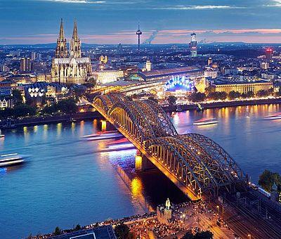 Einfahrt der Schiffe bei den Kölner Lichtern ©KölnTourismus GmbH, Dieter Jacobi
