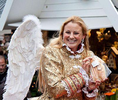Goldener Engel auf dem Kölner Weihnachtsmarkt 'Markt der Engel' ©CityProjekt Veranstaltungs GmbH