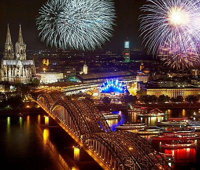 Feuerwerk bei den Kölner Lichtern ©Dieter Jacobi, KölnTourismus GmbH