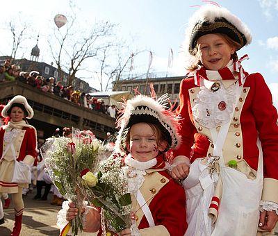 Kindergarde beim Kölner Rosenmontagszug ©KölnTourismus GmbH, Dieter Jacobi