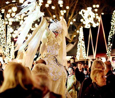 Weißer Engel auf dem Kölner Weihnachtsmarkt 'Markt der Engel' ©Thilo Schmülgen