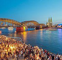 Einfahrt der Schiffe bei den Kölner Lichtern ©Dieter Jacobi, KölnTourismus GmbH
