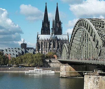 Hohenzollernbrücke und Kölner Dom ©KölnTourismus GmbH, Dieter Jacobi