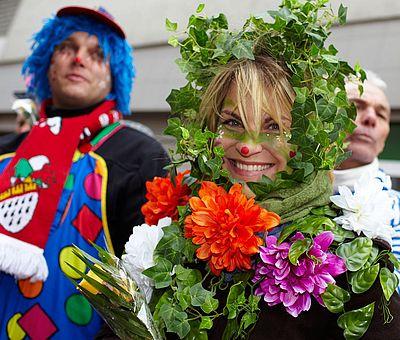 Verkleidete Besucher beim Kölner Rosenmontagszug ©KölnTourismus GmbH, Dieter Jacobi