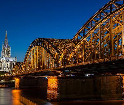 Dom und Hohenzollernbrücke bei Nacht ©www.badurina.de, KölnTourismus GmbH