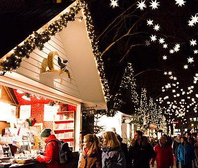 Besucher auf dem 'Markt der Engel' auf dem Kölner Neumarkt ©Bilderblitz, KölnTourismus GmbH