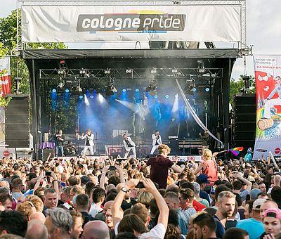 ColognePride: CSD-Bühne am Kölner Heumarkt 2016 ©Jörg Brocks, KölnTourismus GmbH