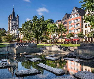 Blick auf die Kölner Altstadt vom Rheinufer ©Jens Korte, KölnTourismus GmbH