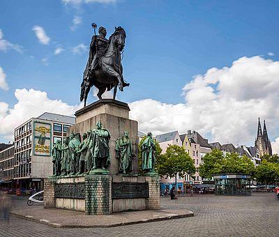 Reiterdenkmal auf dem Heumarkt in der Kölner Altstadt ©Jens Korte, KölnTourismus GmbH